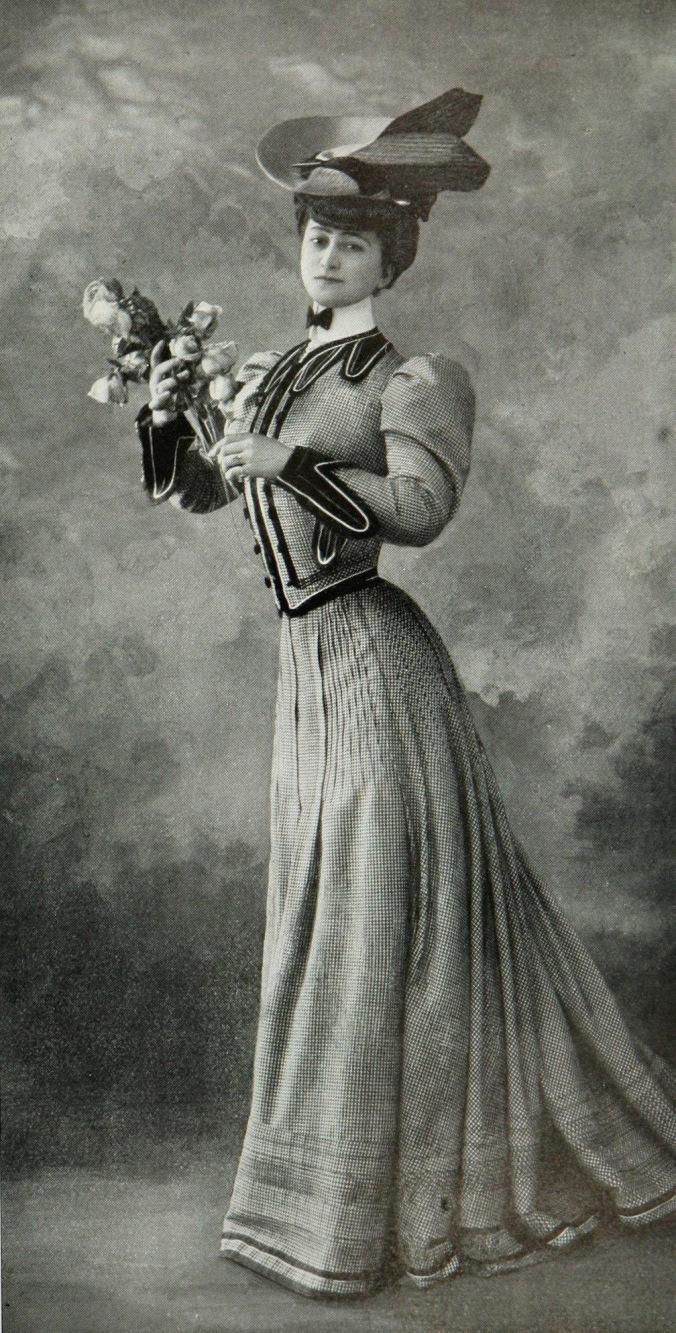 Robe_tailleur_par_Redfern_1905_cropped