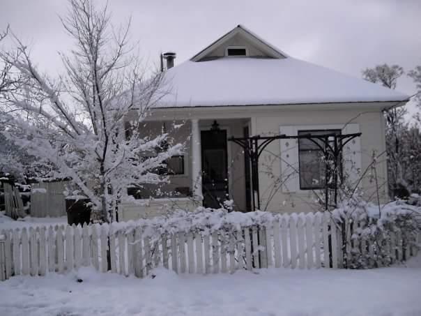 Tombstone House_Snow1