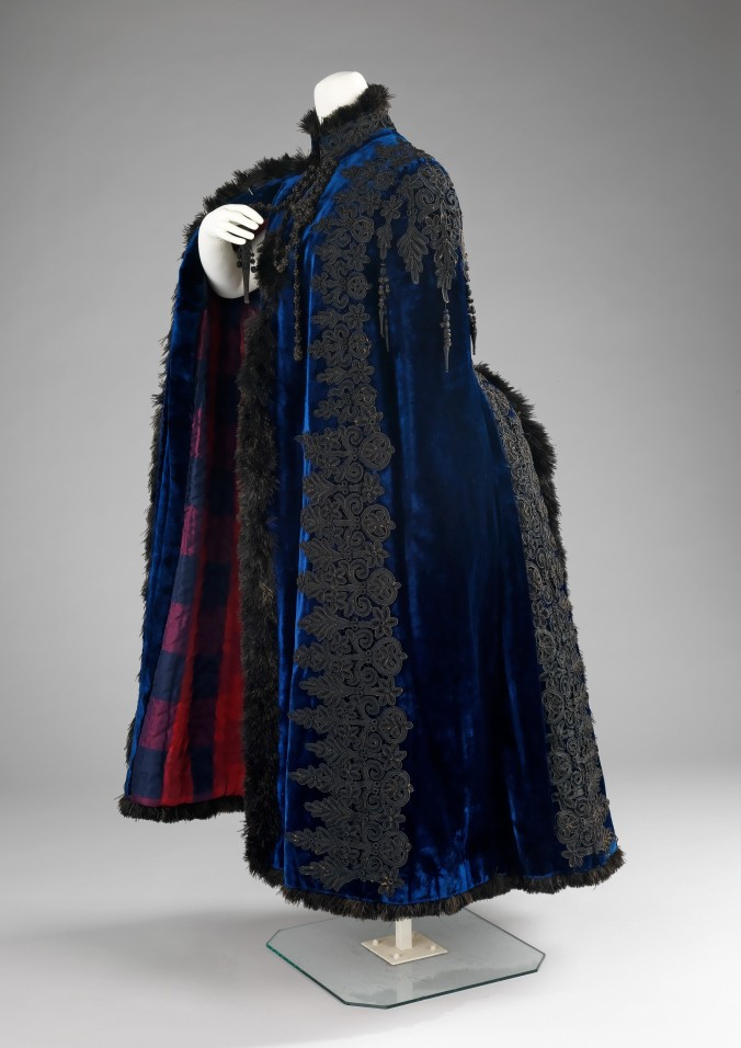 Pingat Evening Cape