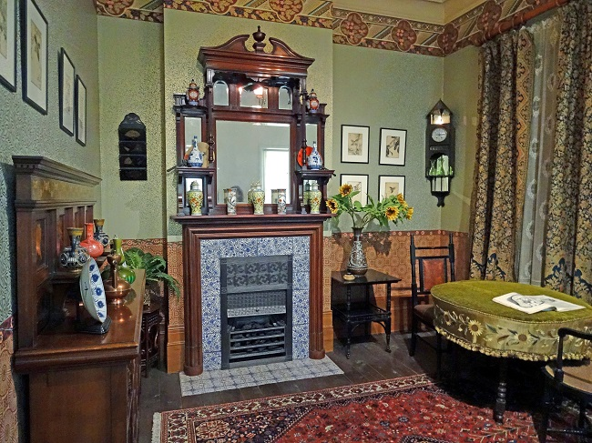 geffrye-museum-aesthetic-movement-living-room