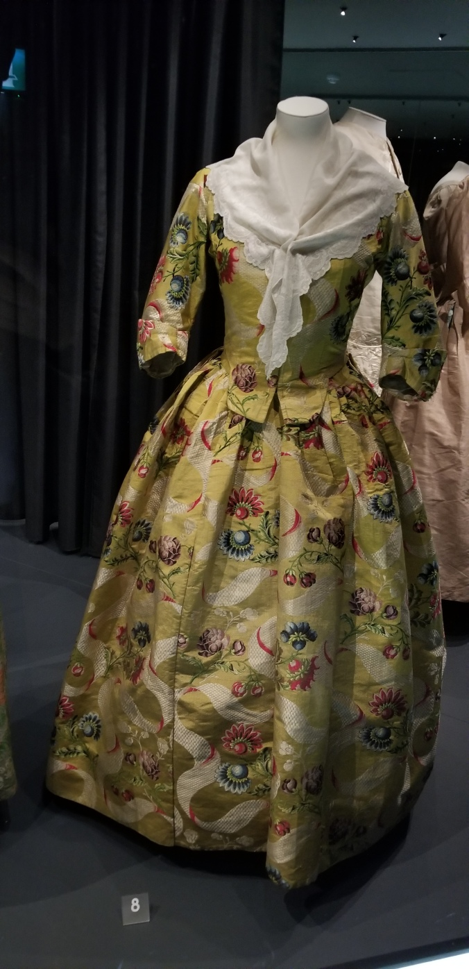 Fashion Museum Bath Robe à l'anglaise, 1740′s